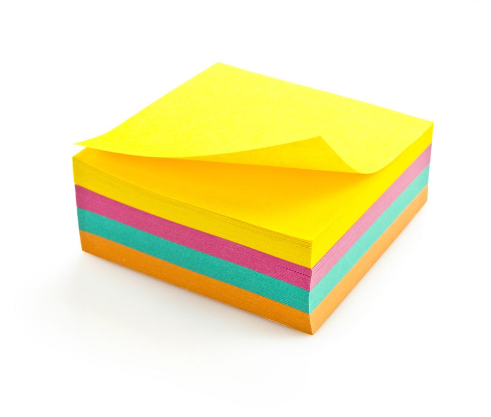 Blokk med post it lapper i forskjellige farger